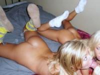 Sexy les chaussettes de ces nanas nan ? ;)