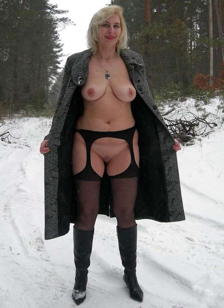 femme mure nue neige (13)