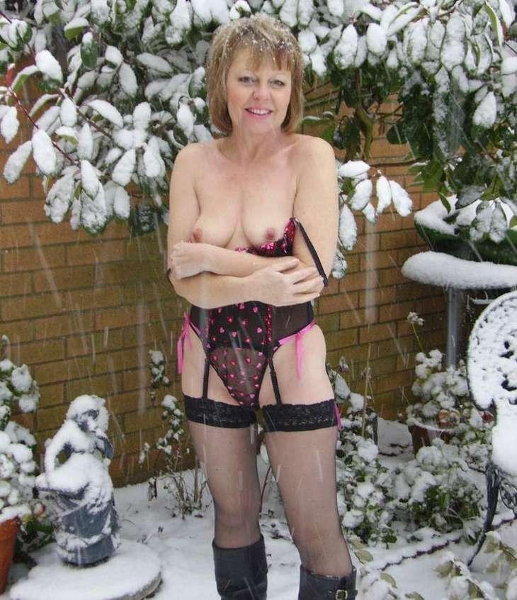 femme mure nue neige (15)