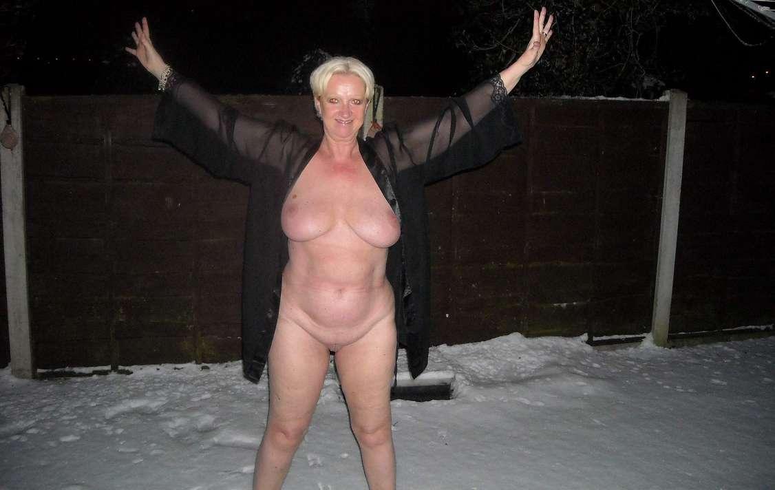 femme mure nue neige (22)