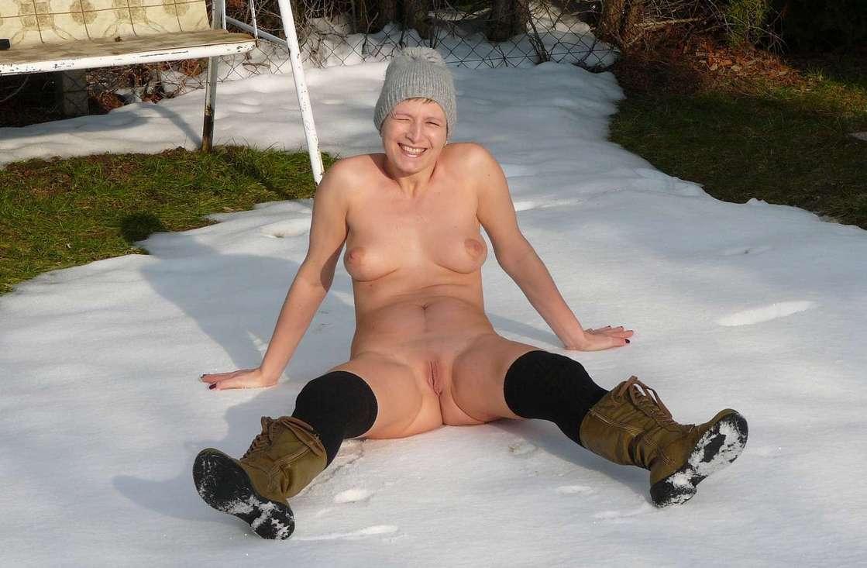 femme mure nue neige (7)