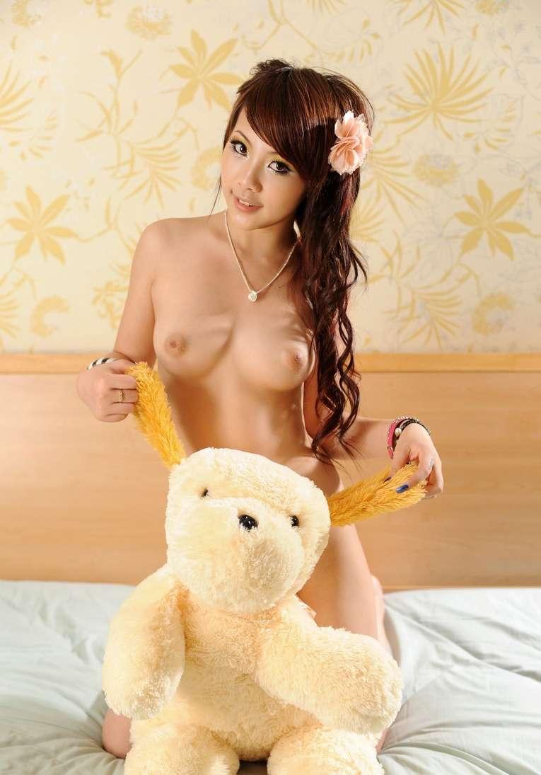 fille asiatique nue bonasse (102)