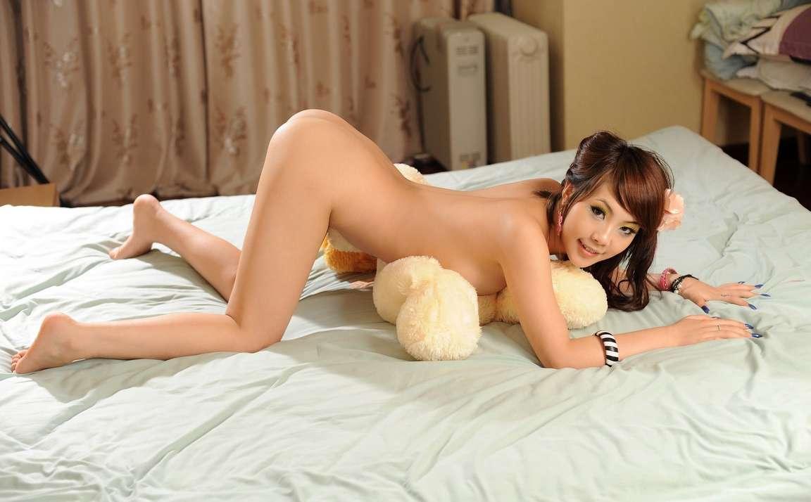 fille asiatique nue bonasse (105)