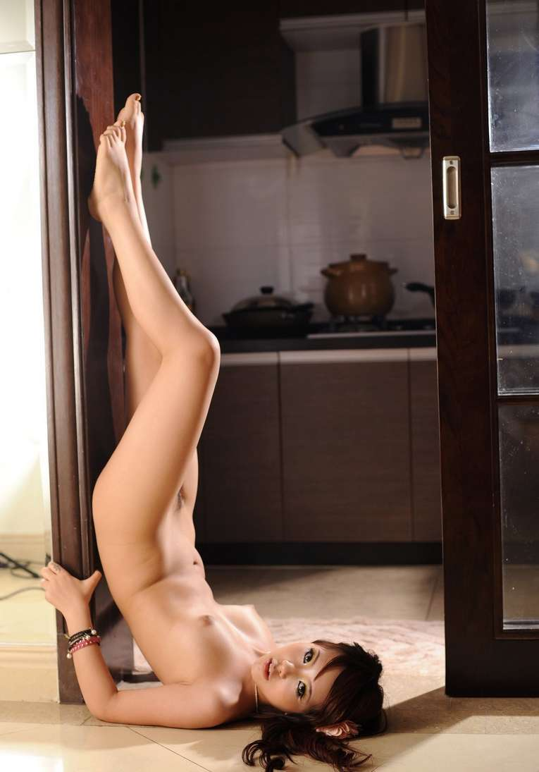 fille asiatique nue bonasse (138)