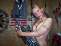 Jeune femme blonde militaire hyper bandante !