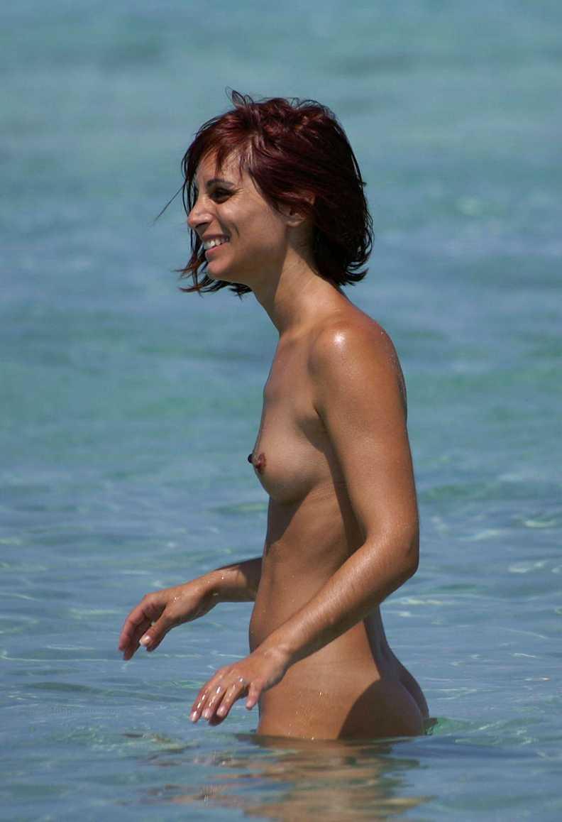 fille bonasse nue mer (4)