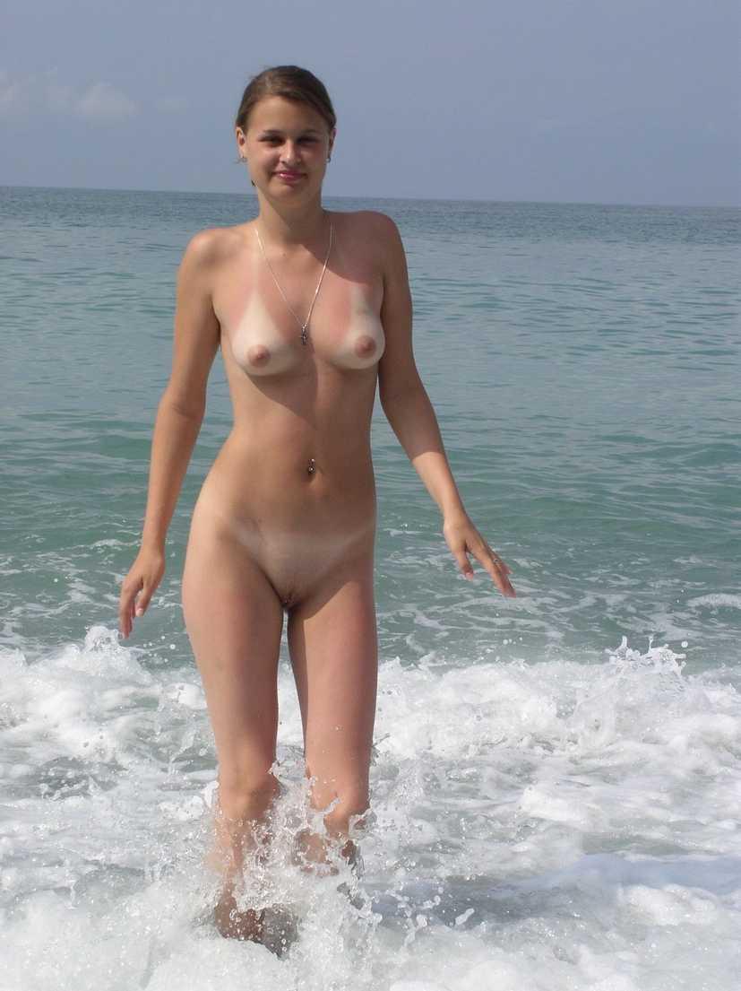 fille bonasse nue mer (5)