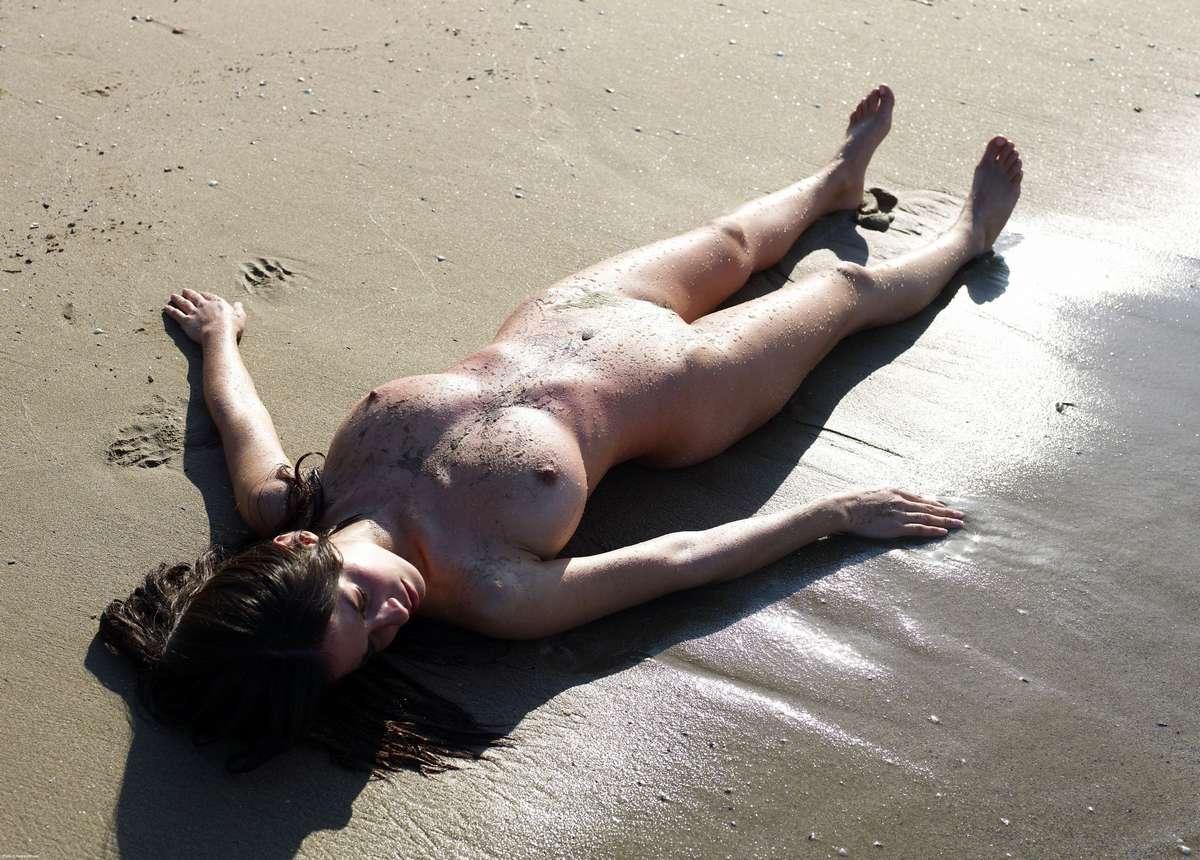 fille nue plage gros nichons (16)