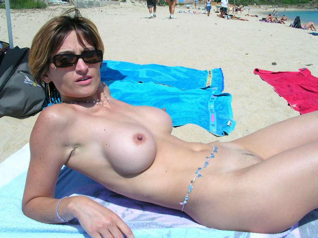fille nue plage gros nichons (7)