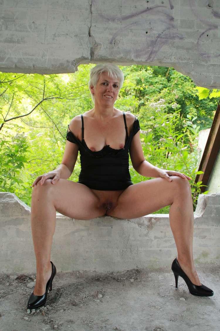fille nue sans culotte (5)