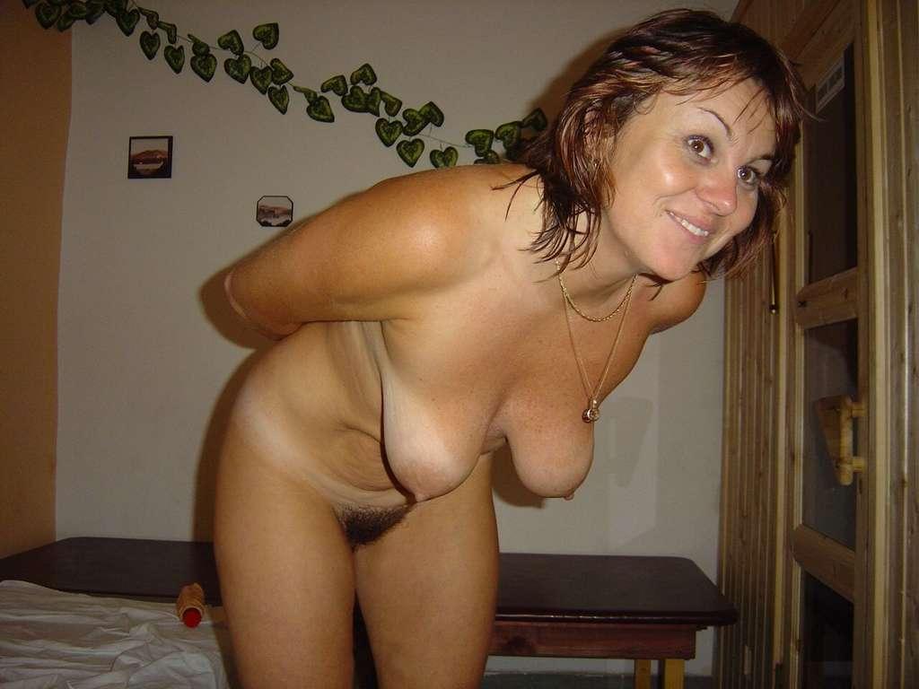 Gros seins se font baiser en dortoir
