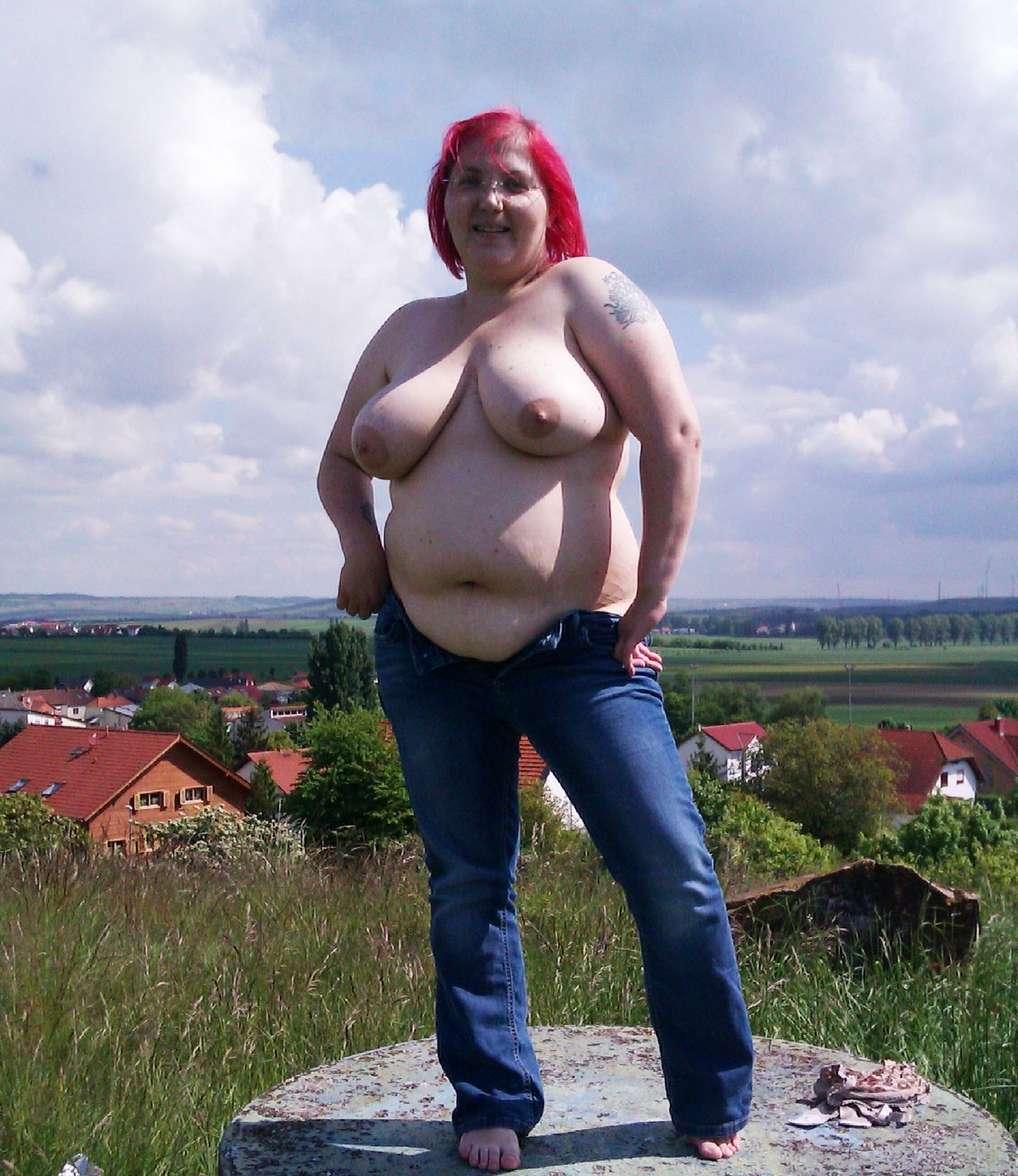 sexy topless plump girls