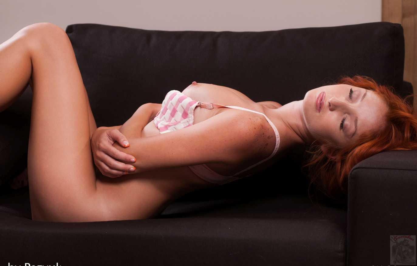 jeune fille rousse nue (118)