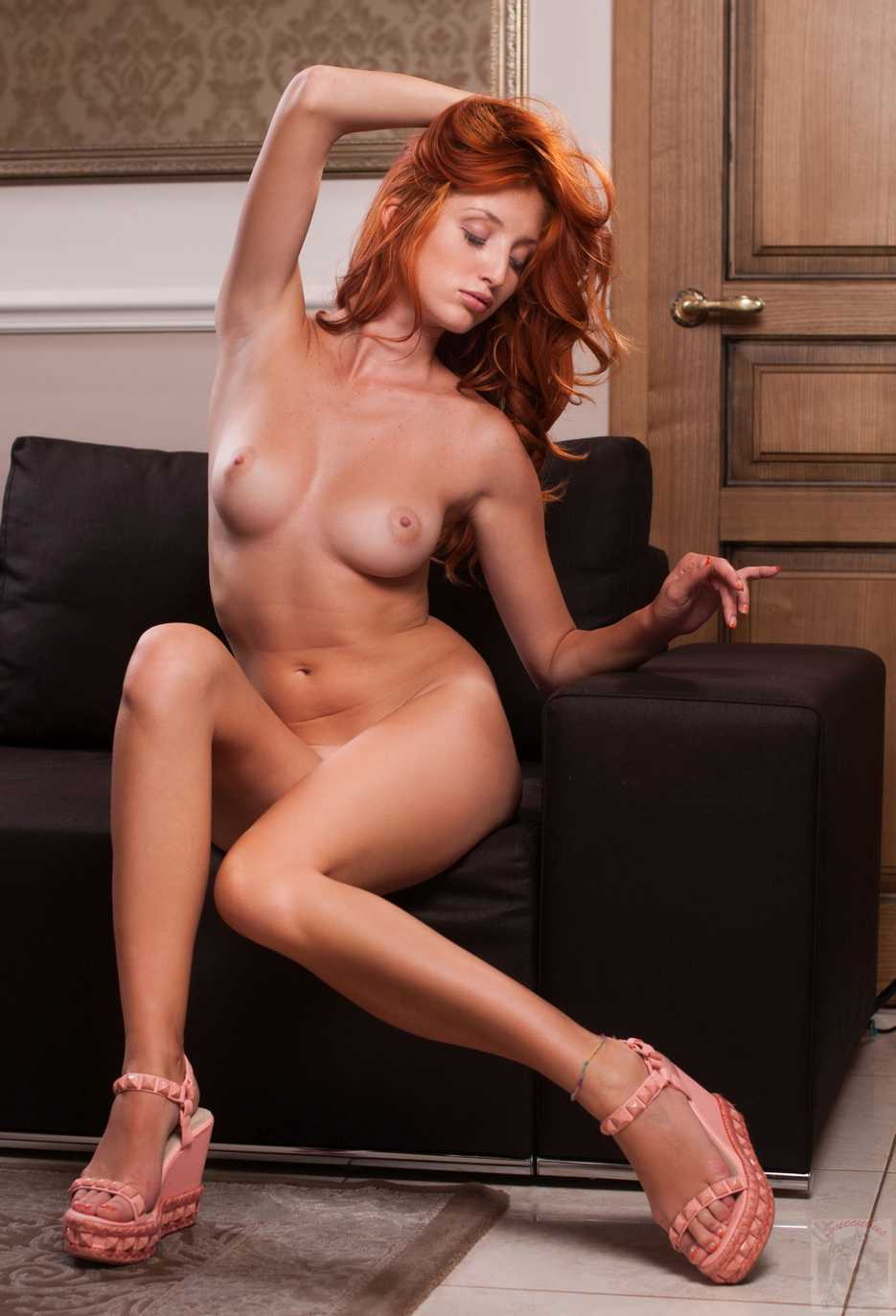 jeune fille rousse nue (121)