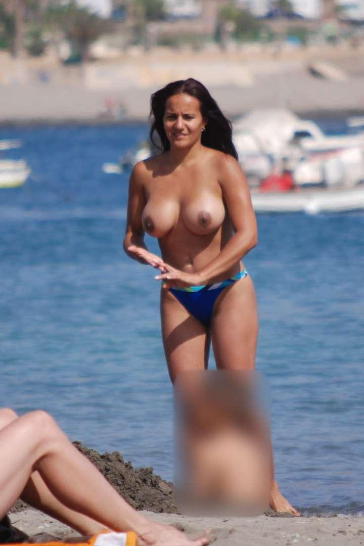 gros seins a la plage sexy et salope