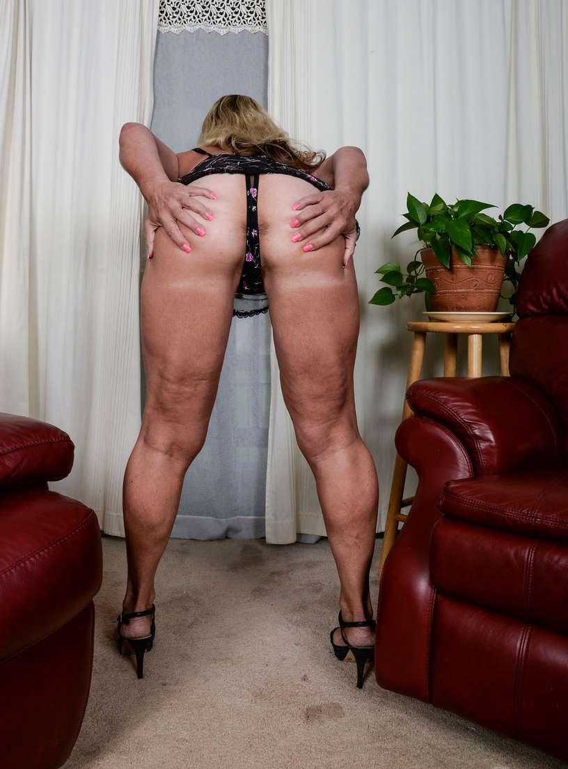 vieille blonde nue bronzee (104)