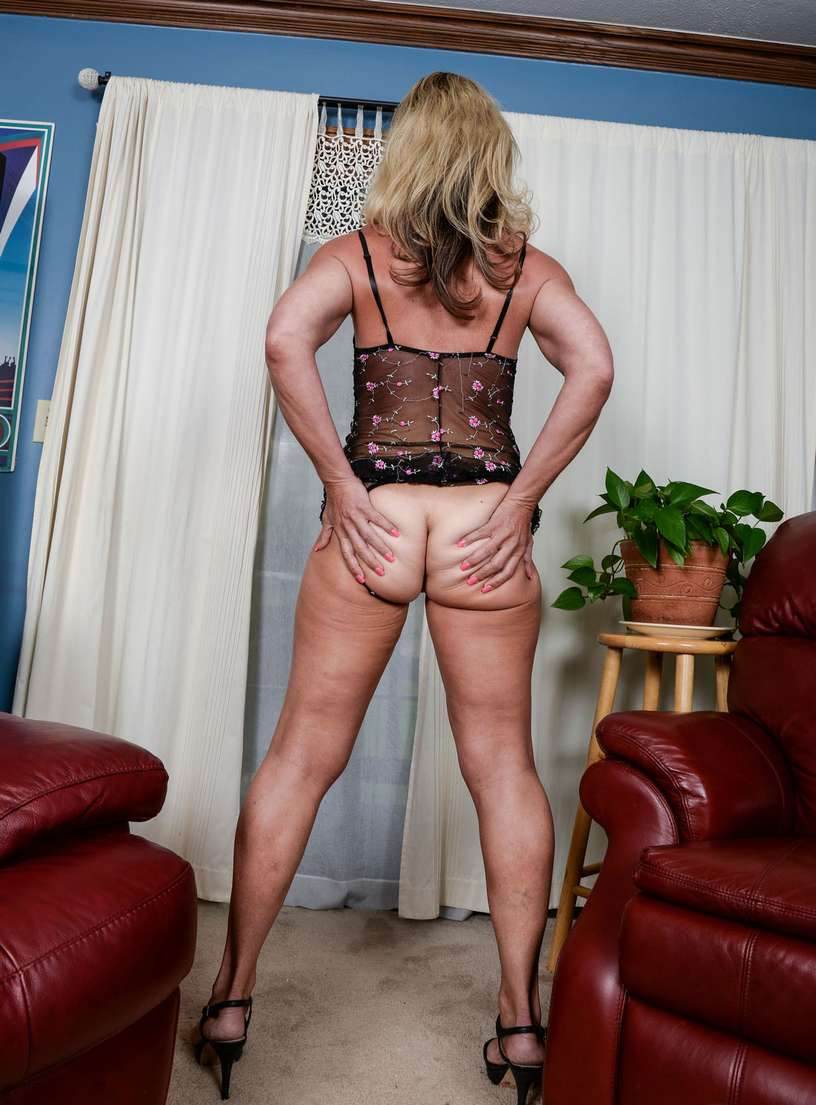 vieille blonde nue bronzee (106)