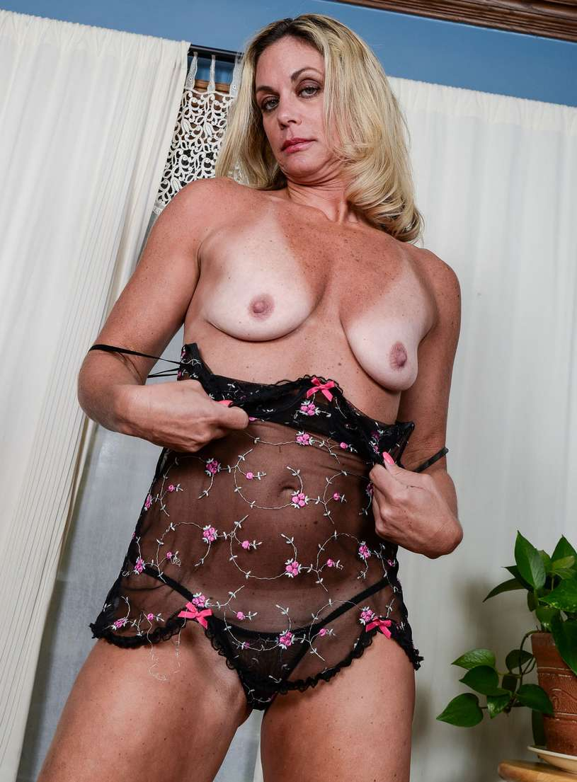 vieille blonde nue bronzee (108)
