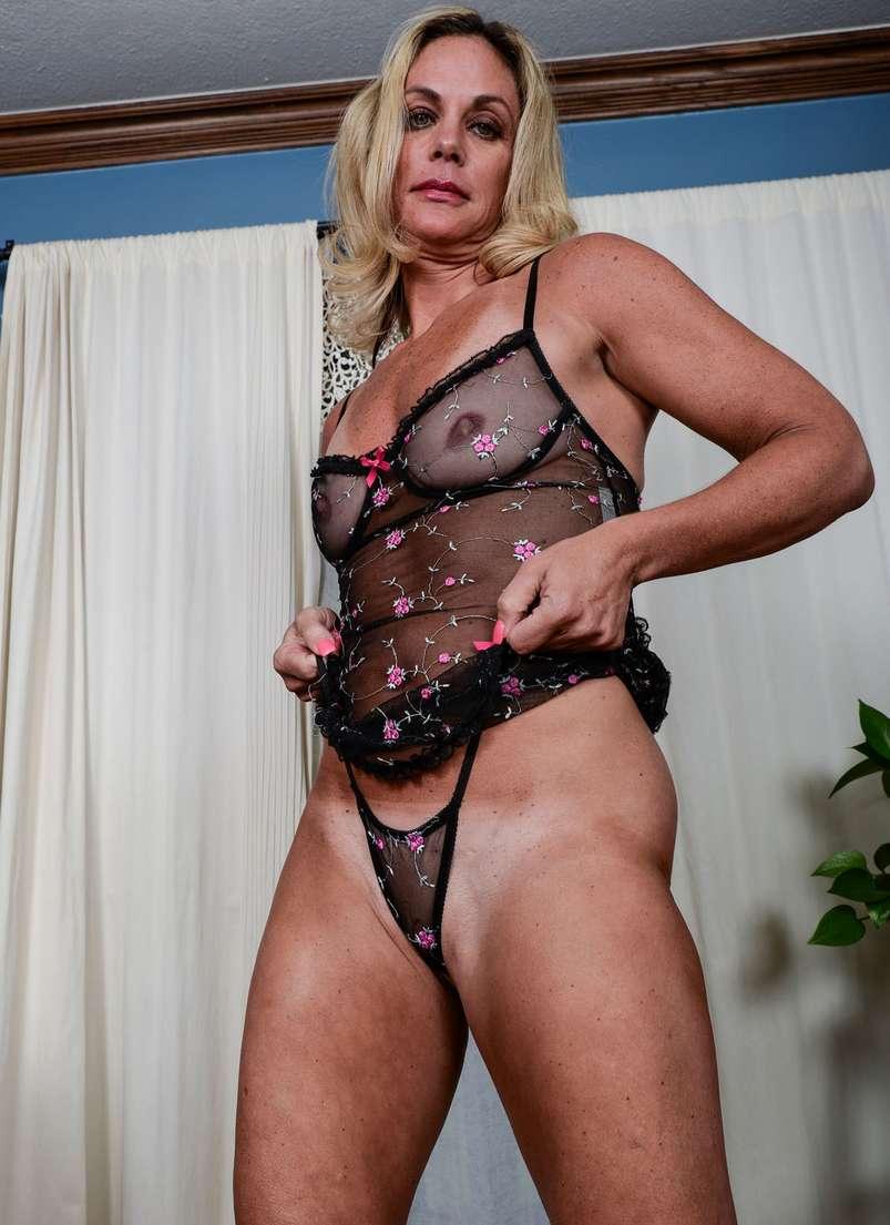 vieille blonde nue bronzee (111)