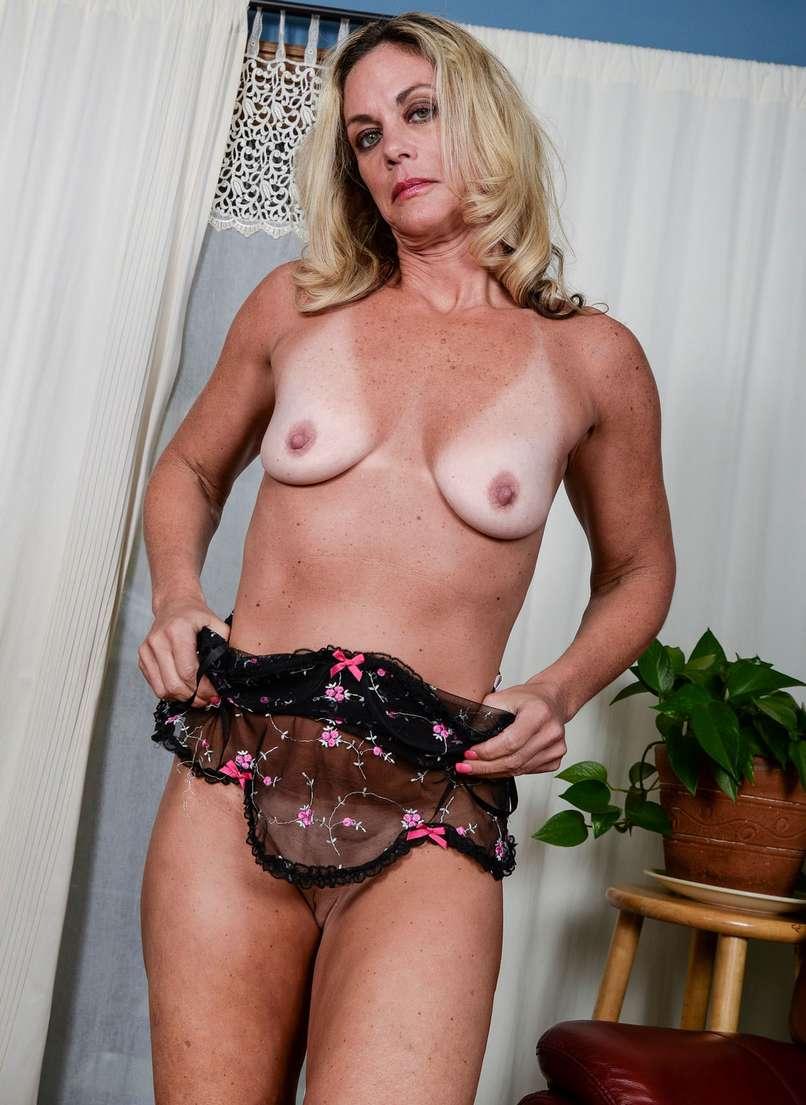 vieille blonde nue bronzee (117)