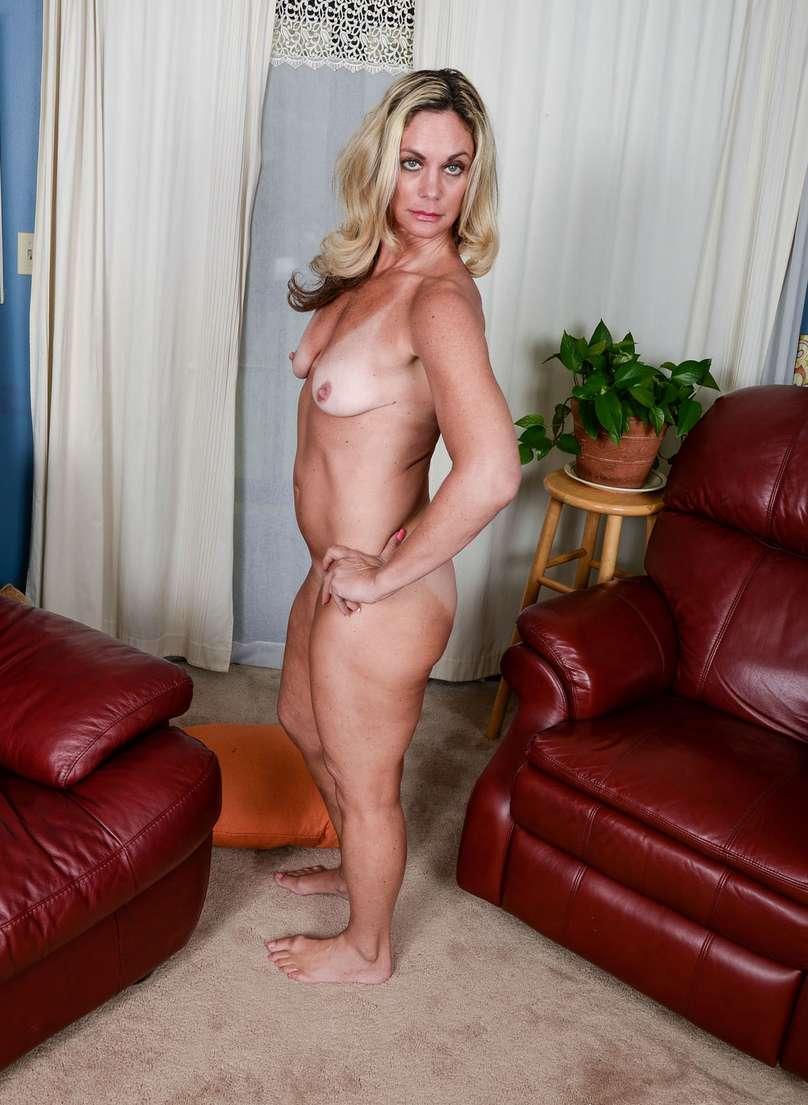 vieille blonde nue bronzee (119)