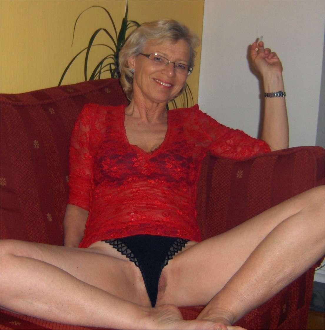Une vieille salope a soif de sodomie - 2 part 8