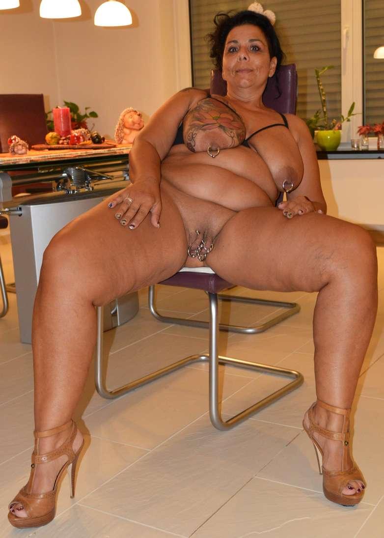 salope brune gros seins photo de pute toute nue