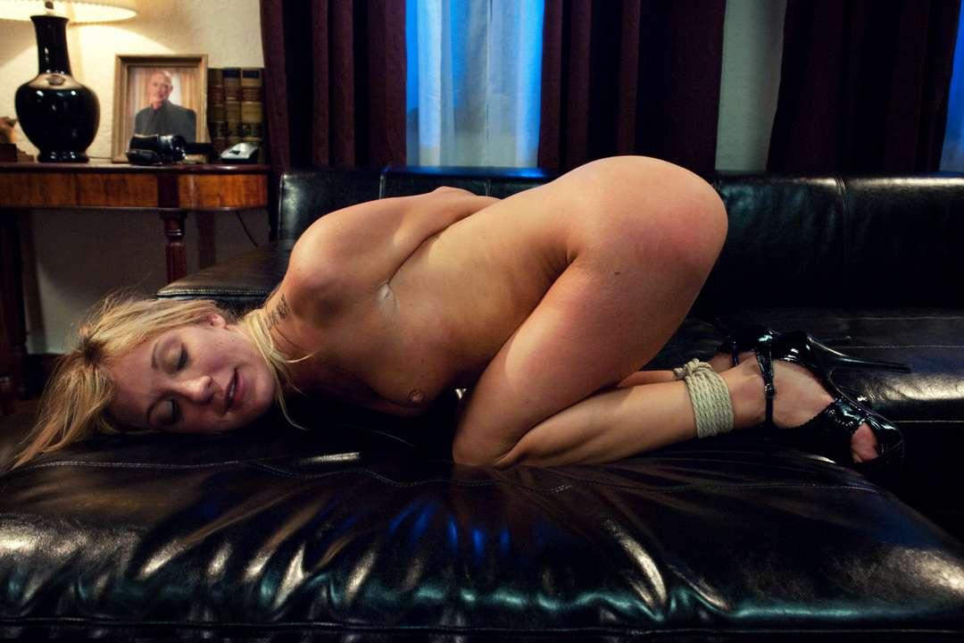 blonde nue soumise ligotee (13)