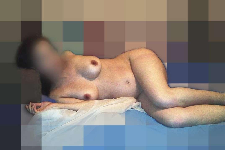 brune enceinte nue poilue (4)