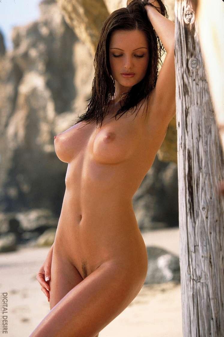 brune gros seins nue (115)