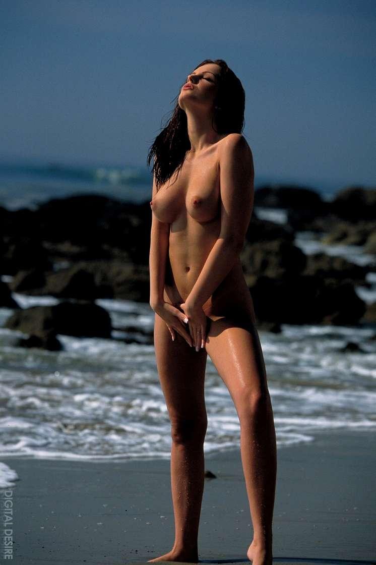 brune gros seins nue (131)