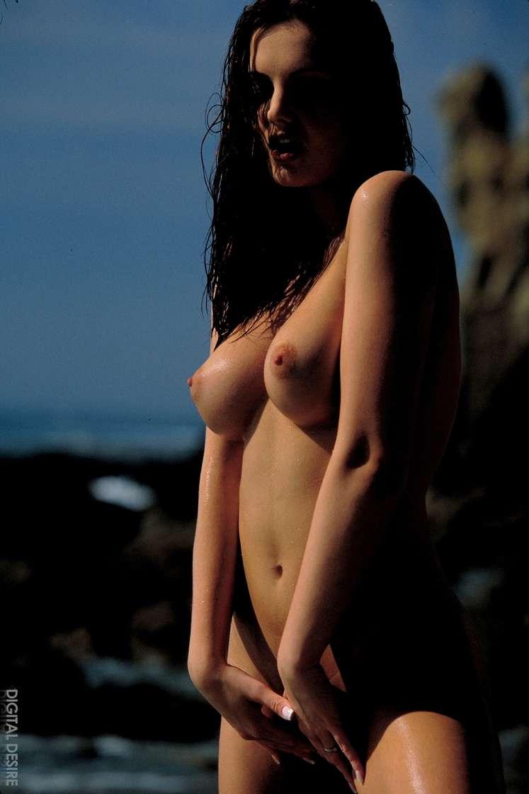 brune gros seins nue (139)