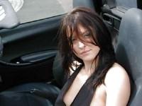 Femmes brunes cochonnes qui nous déballent un seins ;)