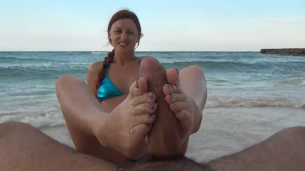 footjob ejac plage (106)