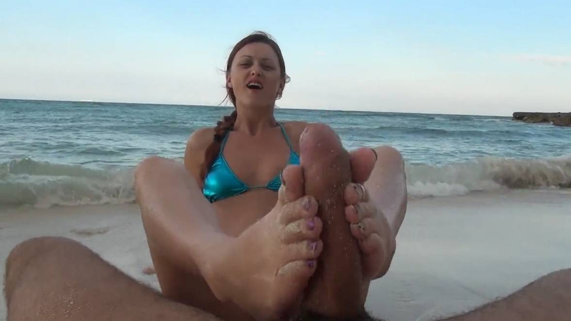 footjob ejac plage (107)
