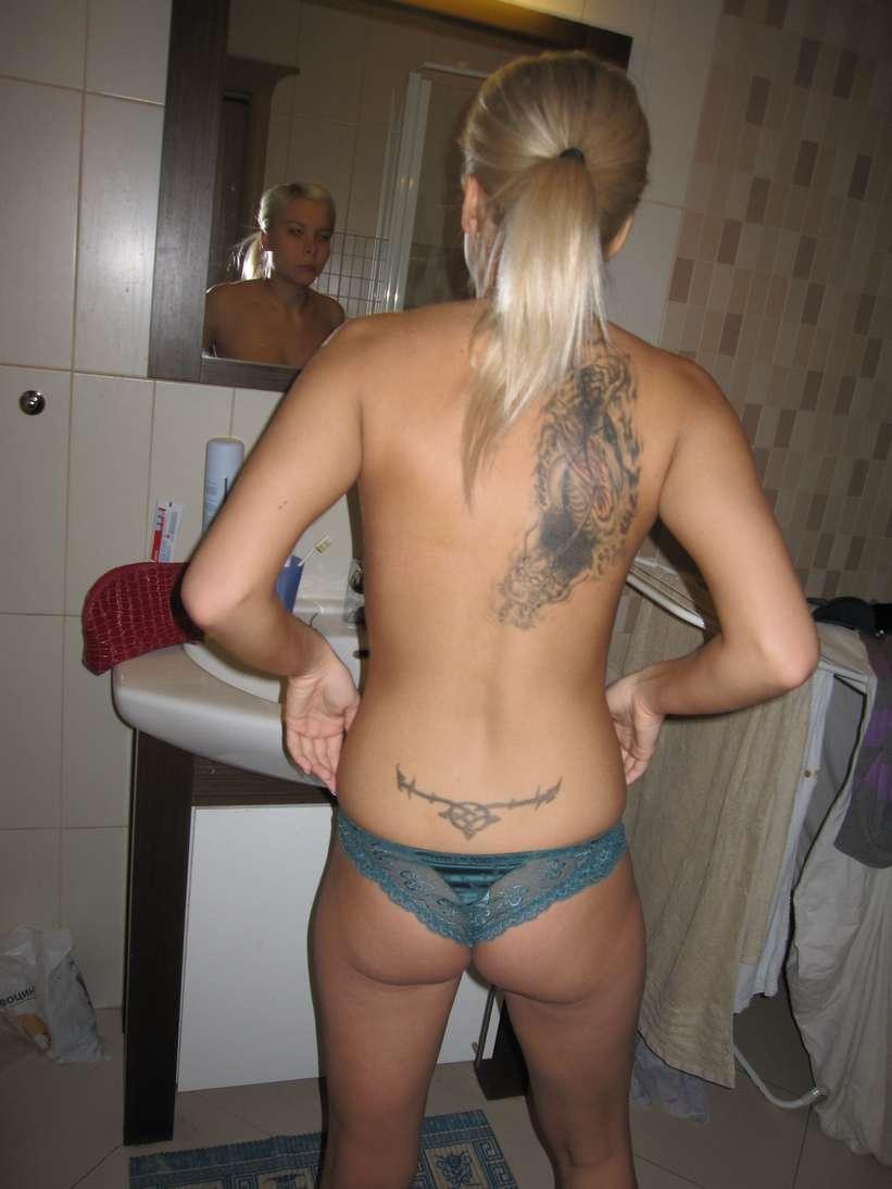 jeune blonde nue tatouage (109)