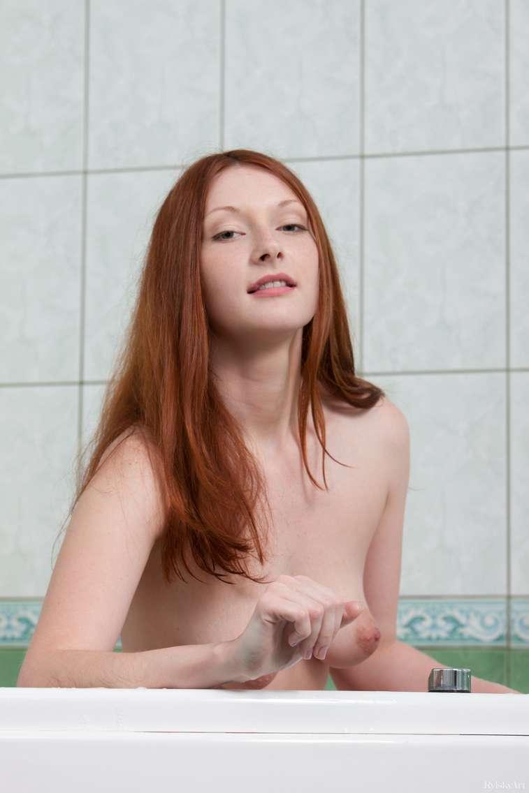 jeune rousse nue (120)
