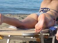 Photos de pieds nus de femmes sur la plage