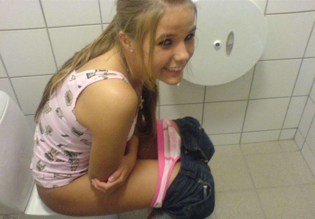 pipi wc teen (16)