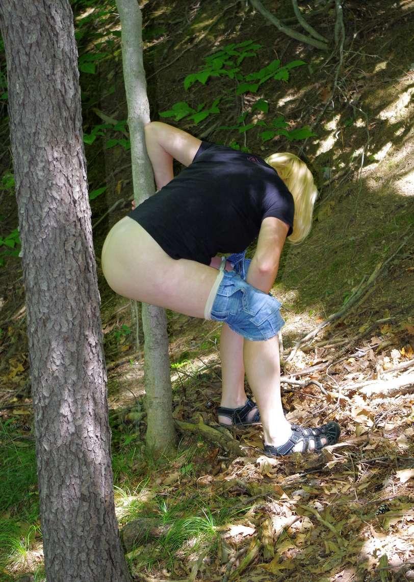pisseuse blonde outdoor (100)