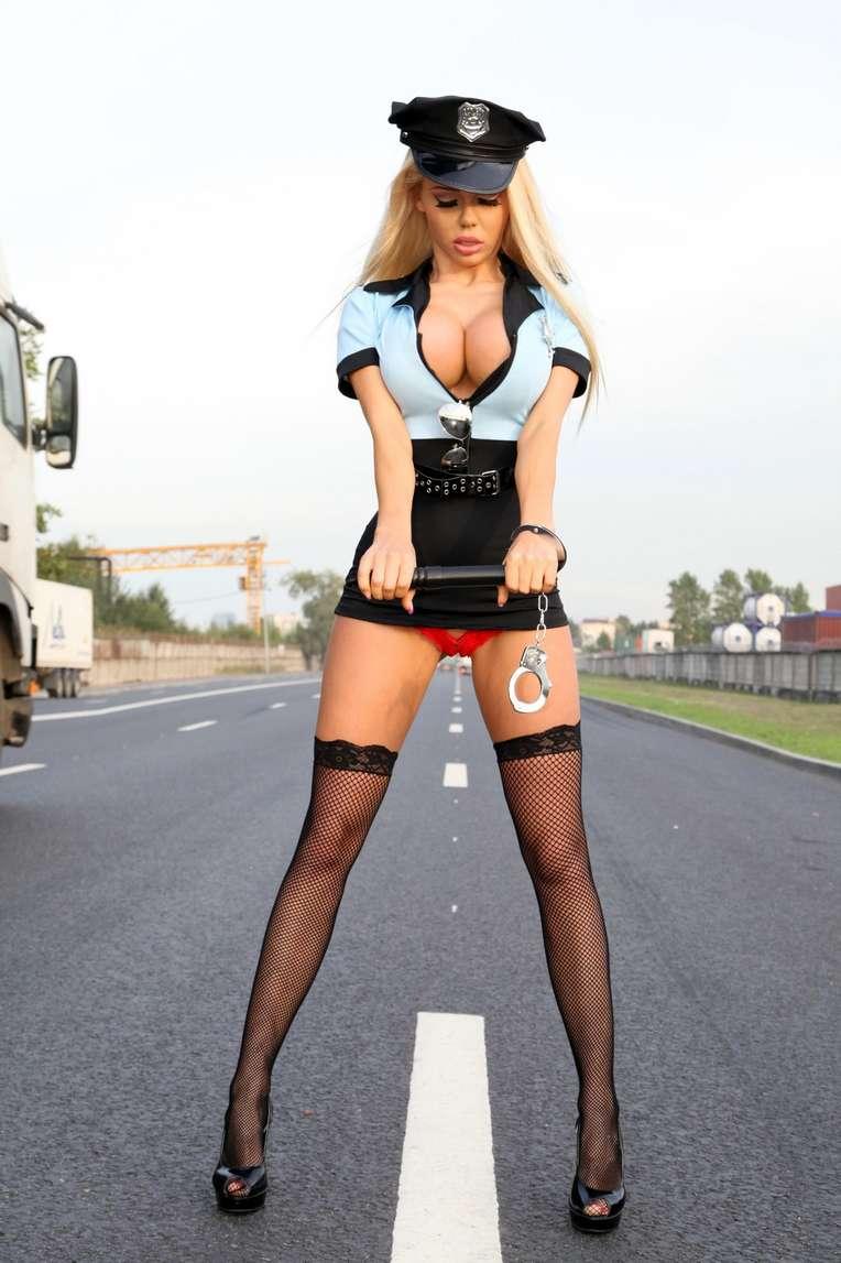 policiere blonde sexy (105)