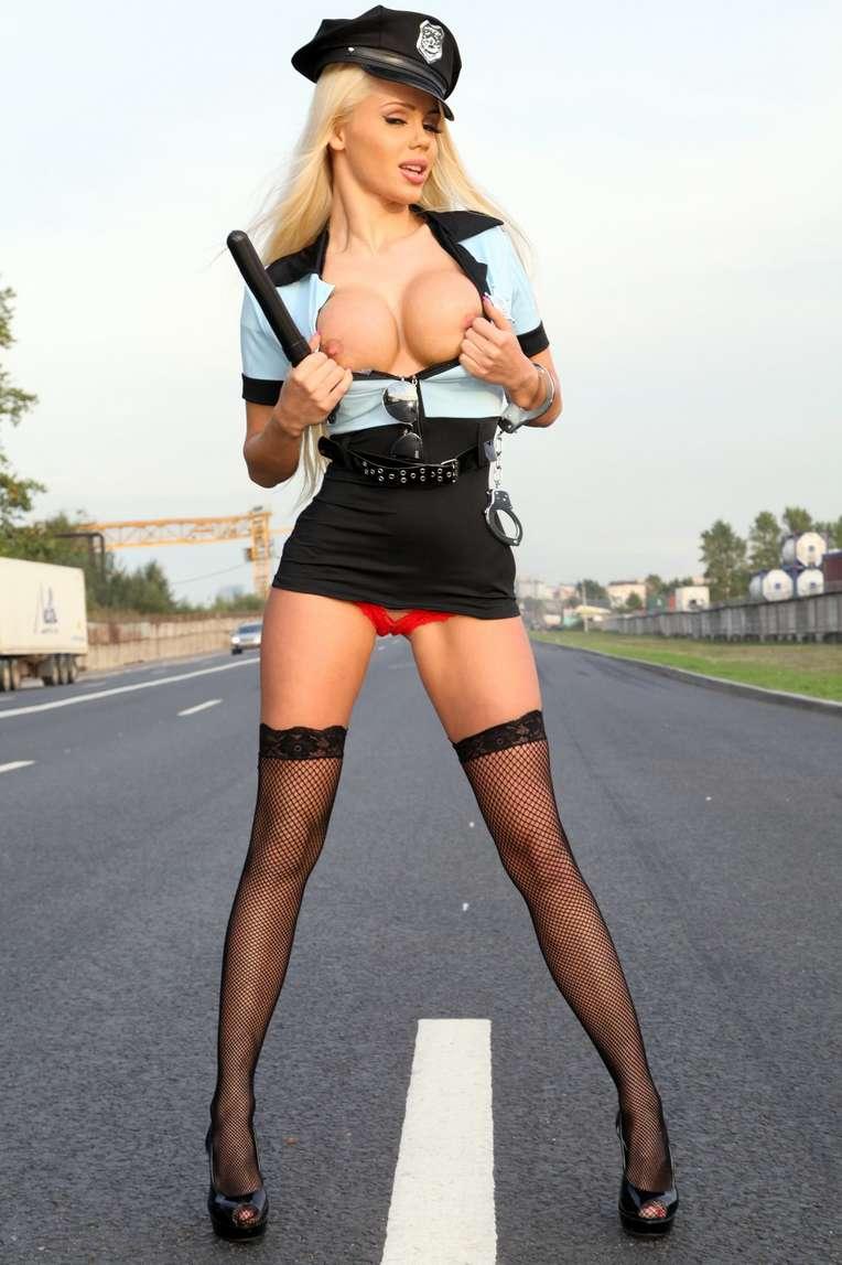 policiere blonde sexy (106)