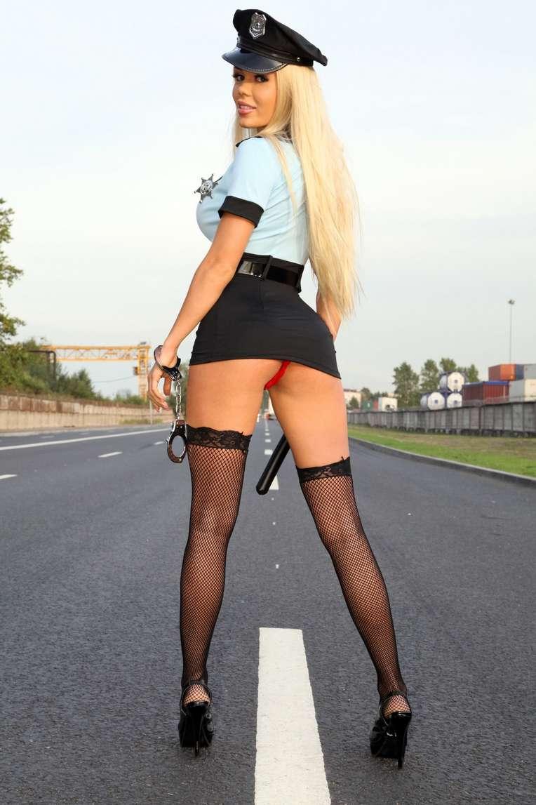 policiere blonde sexy (108)