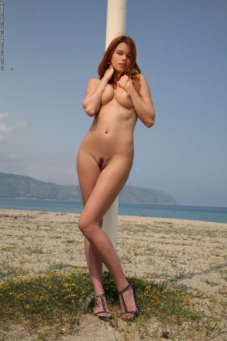 Belle blonde aux gros seins dans un gangbang avec papy - 1 part 4