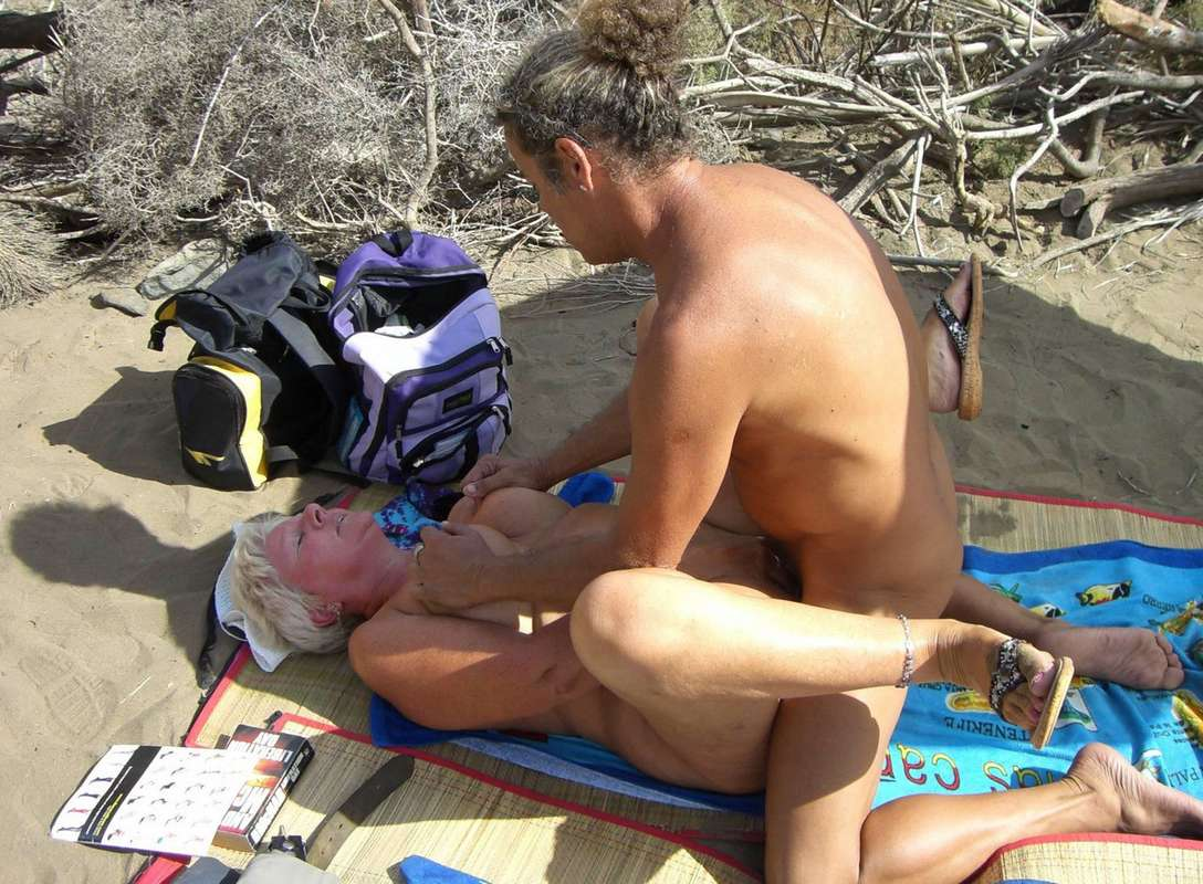sexe plage baise pipe (14)