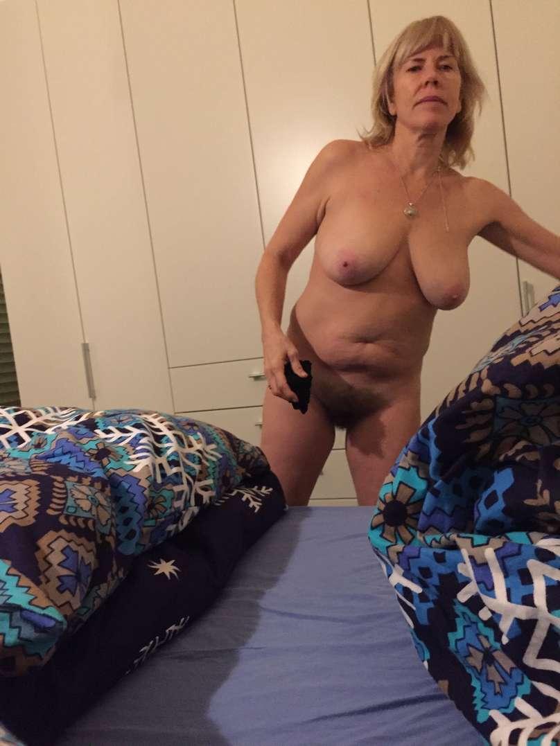 vieille blonde nue (3)