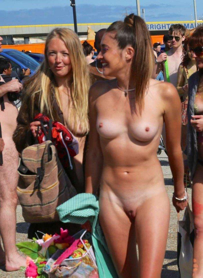 Lignes de bronzage de femmes nues