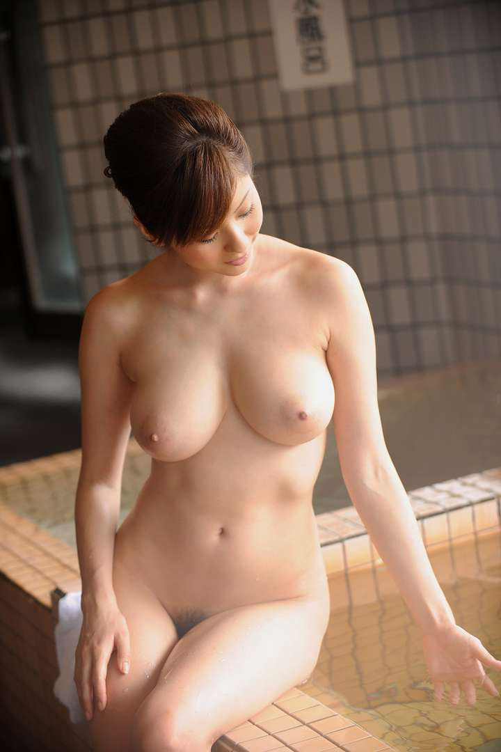 asiatique gros nichons nue (3)