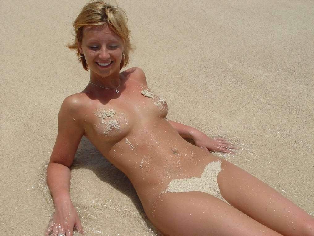 belle blonde nue plage (5)