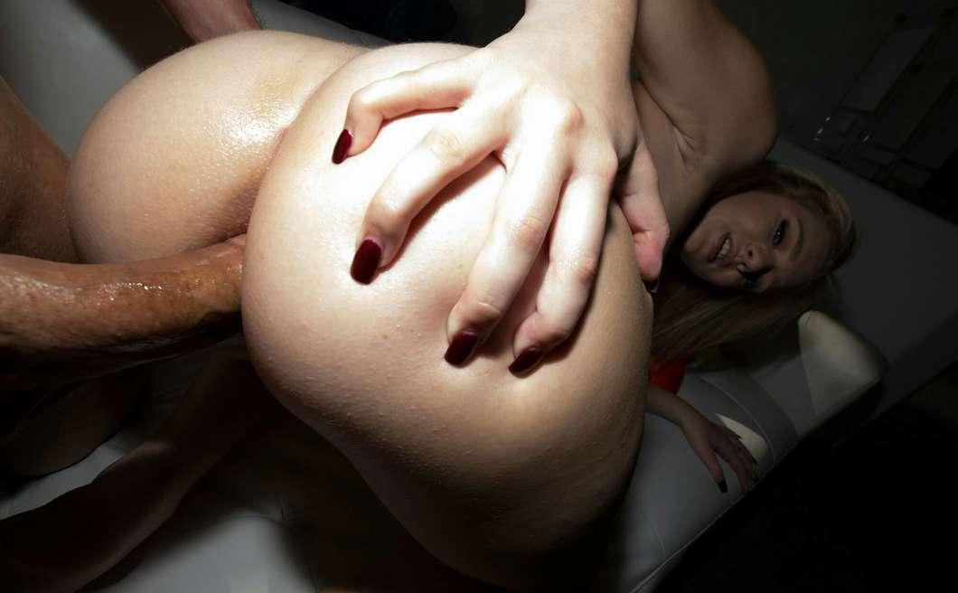 blonde anal bonasse nue (117)